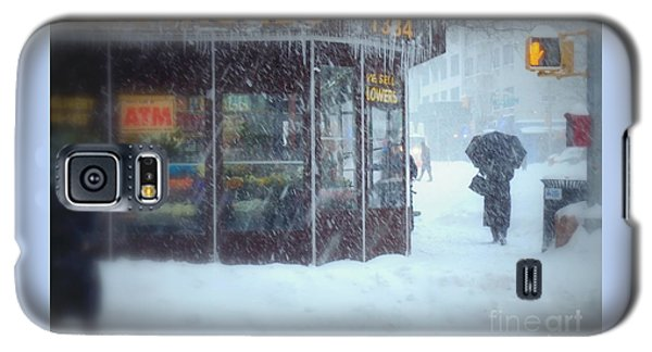 We Sell Flowers - Winter In New York Galaxy S5 Case by Miriam Danar