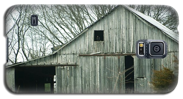 Weathered Barn In Winter Galaxy S5 Case