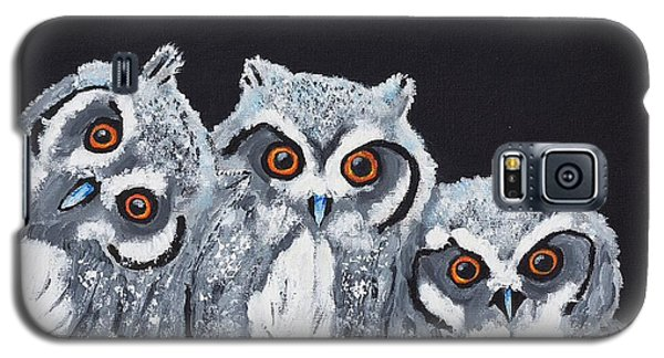 Galaxy S5 Case featuring the painting Wee Owls by Scott Wilmot