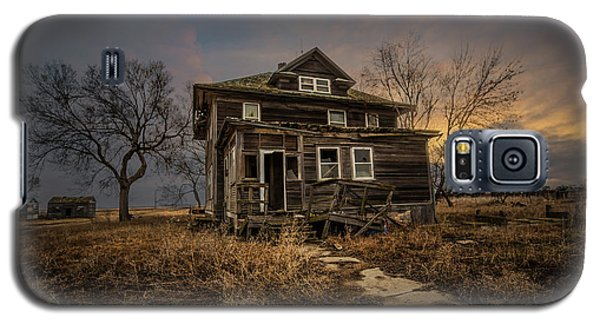 Galaxy S5 Case featuring the photograph Welcome Home by Aaron J Groen