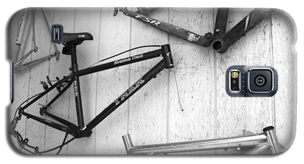 Well Worn Mountain Bike Frames  Galaxy S5 Case by Gray  Artus