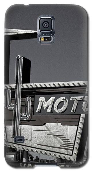 Galaxy S5 Case featuring the photograph Western Motel In Black And White by Matthew Bamberg