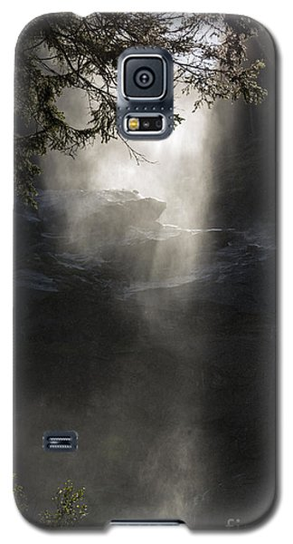 When Sunlight And Water Spray Meet 03 Galaxy S5 Case