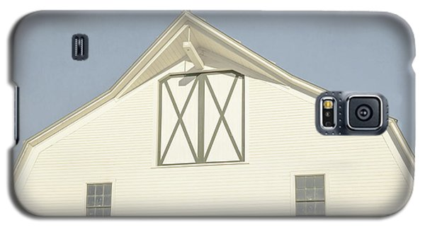 Galaxy S5 Case featuring the photograph White Barn South Woodstock Vermont by Edward Fielding