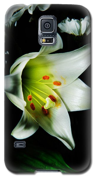 White Blooming Lily Galaxy S5 Case