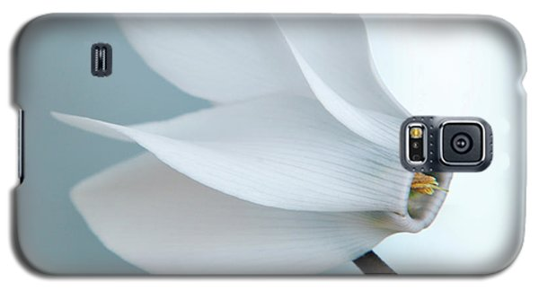 Galaxy S5 Case featuring the photograph White Cyclamen. by Terence Davis