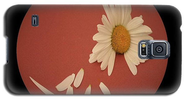 Encapsulated Daisy With Dropping Petals Galaxy S5 Case