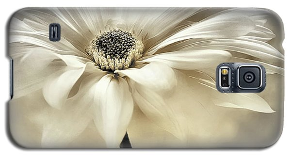 Galaxy S5 Case featuring the photograph White Lights by Darlene Kwiatkowski