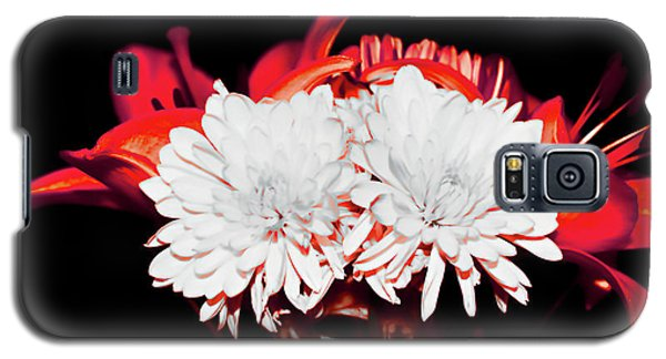 White Mums And Red Lilies Galaxy S5 Case