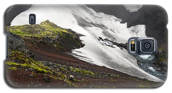 White On Black In The Icelandic Highlands Galaxy S5 Case