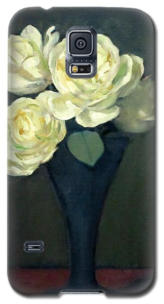 Four White Roses In Trumpet Vase Galaxy S5 Case