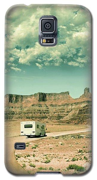 Galaxy S5 Case featuring the photograph White Rv In Utah by Jill Battaglia