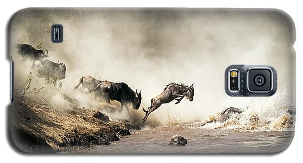 Wildebeest Leaping In Mid-air Over Mara River Galaxy S5 Case