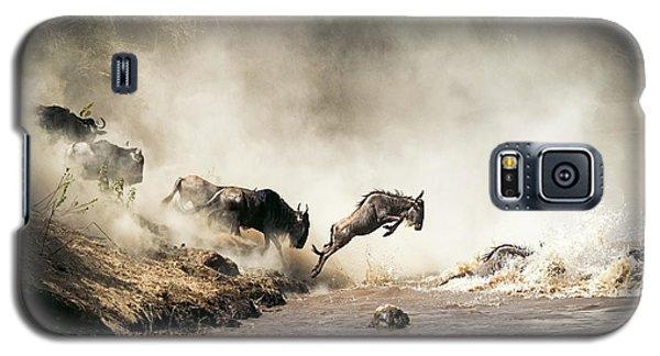 Wildlife Galaxy S5 Case - Wildebeest Leaping In Mid-air Over Mara River by Susan Schmitz