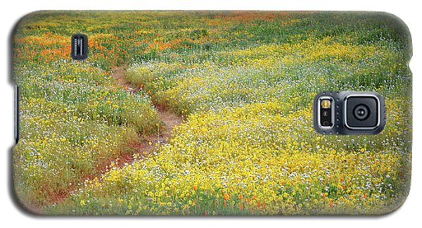 Galaxy S5 Case featuring the photograph Wildflower Field Near Diamond Lake In California by Jetson Nguyen