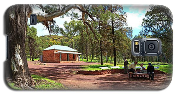 Galaxy S5 Case featuring the photograph Wilpena Pound Homestead by Bill Robinson
