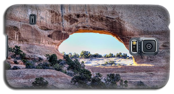 Wilson Arch In The Morning Galaxy S5 Case by Alan Toepfer