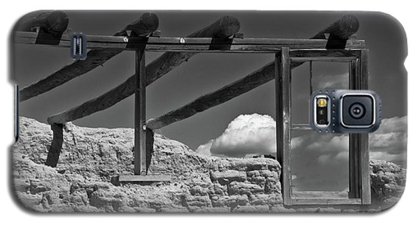 Galaxy S5 Case featuring the photograph Winddow View by Carolyn Dalessandro