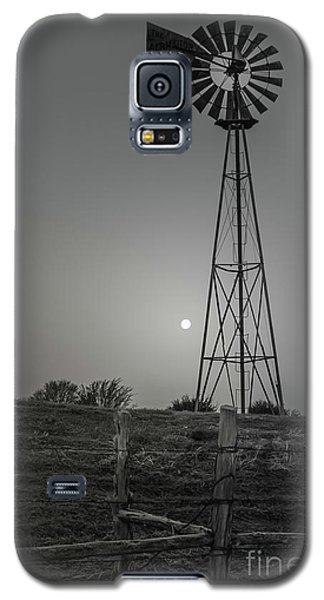 Galaxy S5 Case featuring the photograph Windmill At Dawn by Robert Frederick