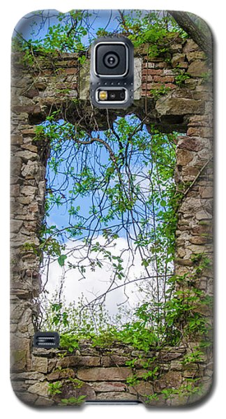Galaxy S5 Case featuring the photograph Window Ruin At Bridgetown Millhouse Bucks County Pa by Bill Cannon