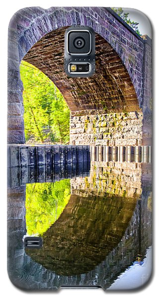 Galaxy S5 Case featuring the photograph Windsor Rail Bridge by Tom Cameron