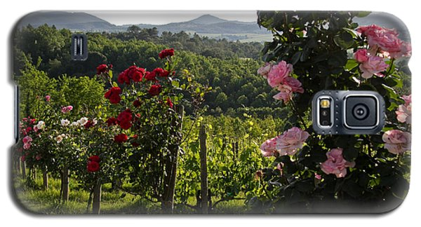 Wine And Roses Galaxy S5 Case by Roger Mullenhour