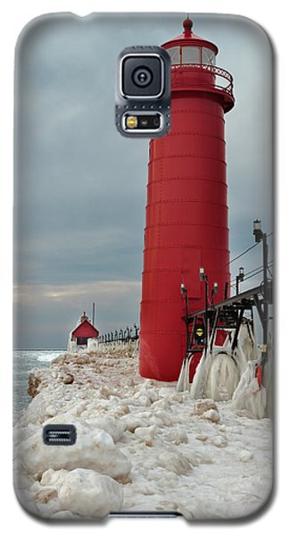 Winter At Grand Haven Lighthouse Galaxy S5 Case