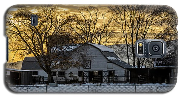 Galaxy S5 Case featuring the photograph Winter Barn At Sunset - Provo - Utah by Gary Whitton