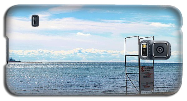 Galaxy S5 Case featuring the photograph Winter Beach by Valentino Visentini