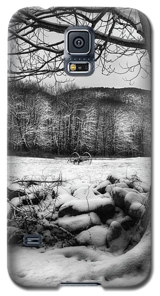 Galaxy S5 Case featuring the photograph Winter Dreary by Bill Wakeley