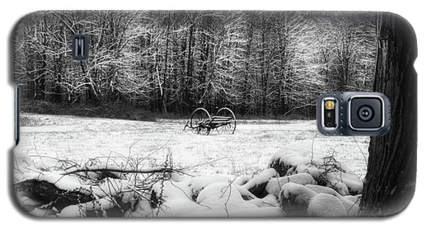 Galaxy S5 Case featuring the photograph Winter Dreary Square by Bill Wakeley