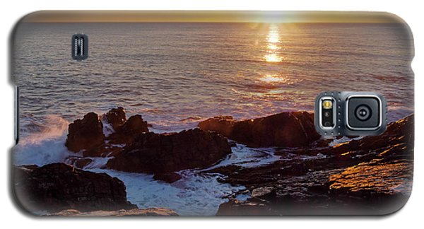 Galaxy S5 Case featuring the photograph Winter Sunrise On The Maine Coast  -20913-20915 by John Bald