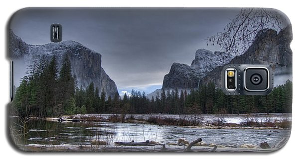 Wintery Yosemite Valley View Galaxy S5 Case