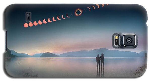 Woman And Girl Standing In Lake Watching Solar Eclipse Galaxy S5 Case