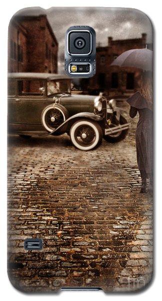 Woman With Umbrella By Vintage Car Galaxy S5 Case