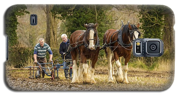 Galaxy S5 Case featuring the photograph Working Horses by Roy McPeak