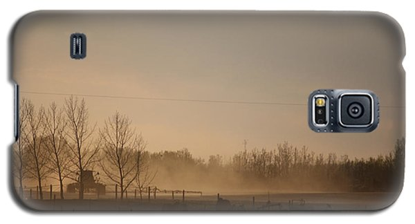 Galaxy S5 Case featuring the photograph Working The Field by Wilko Van de Kamp