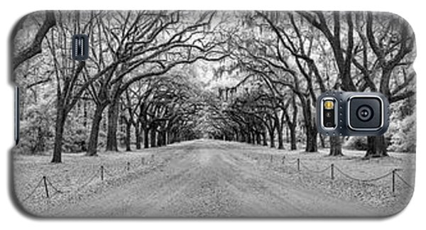 Galaxy S5 Case featuring the photograph Wormsloe Pathway by Jon Glaser