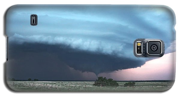 Galaxy S5 Case featuring the photograph Wynnewood Tornado by James Menzies