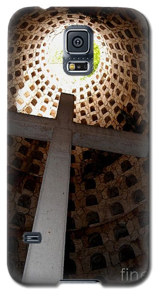 Xcaret Cemetery Catacomb Galaxy S5 Case by Angela Murray
