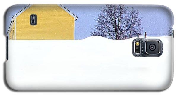 Yellow Barn In Snow Galaxy S5 Case