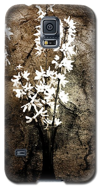 Galaxy S5 Case featuring the photograph Yellow Bells by Gray  Artus