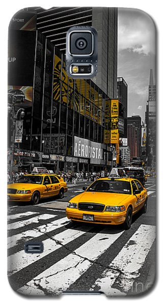 Yellow Cabs Cruisin On The Times Square  Galaxy S5 Case