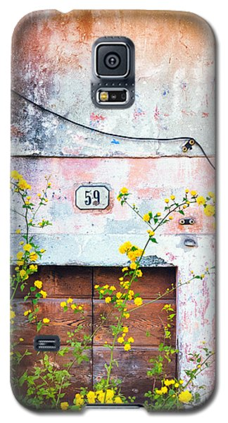 Yellow Flowers And Decayed Wall Galaxy S5 Case