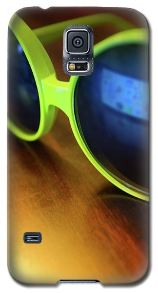 Galaxy S5 Case featuring the photograph Yellow Goggles With Reflection by Carlos Caetano