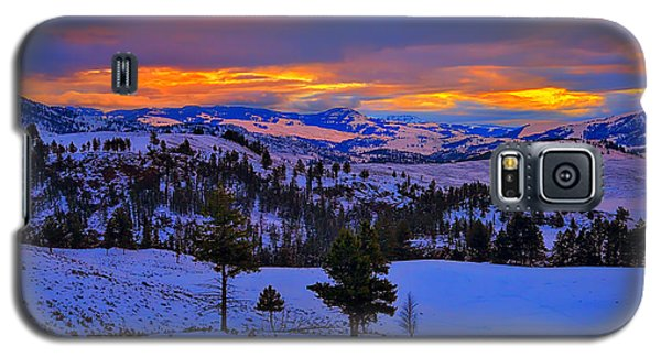 Galaxy S5 Case featuring the photograph Yellowstone Winter Morning by Greg Norrell