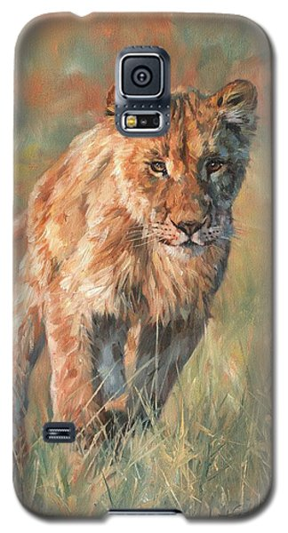 Galaxy S5 Case featuring the painting Youn Lion by David Stribbling
