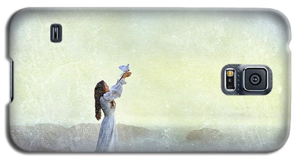 Young Lady Releasing A Dove By The Sea Galaxy S5 Case by Jill Battaglia