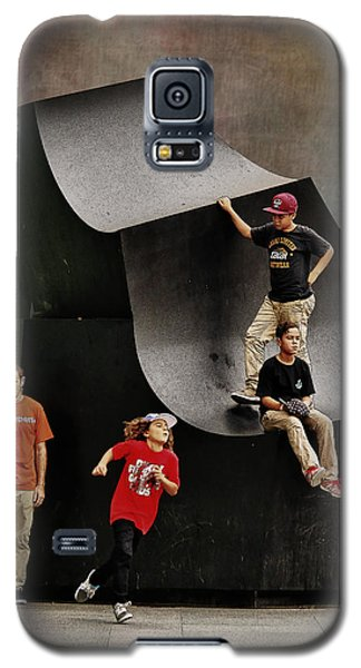 Young Skaters Around A Sculpture Galaxy S5 Case by Pedro L Gili