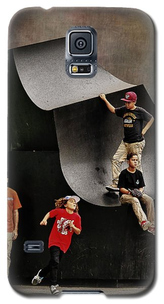 Young Skaters Around A Sculpture Galaxy S5 Case